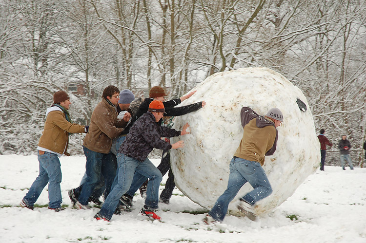 2014-09-12-Giant_snowball_Oxford.jpg