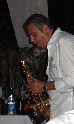 2014-09-15-FiveBellssaxophonistAbuFadil.jpg
