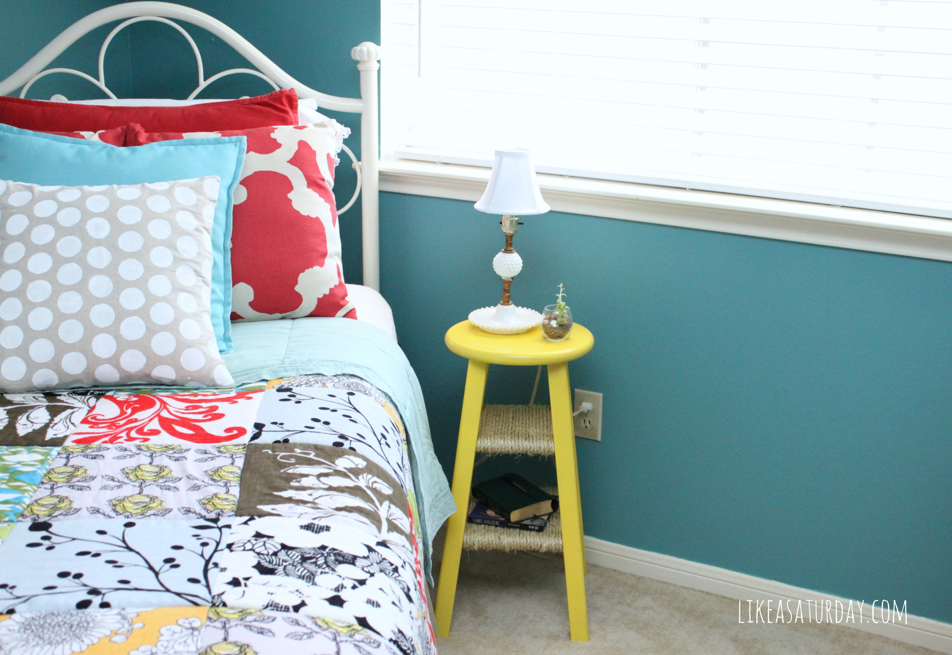 Get the perfect bedside table even if you dont have the space 2014 09 17 stooltable4g barstool repurposed as table via hometalker rachel watchthetrailerfo