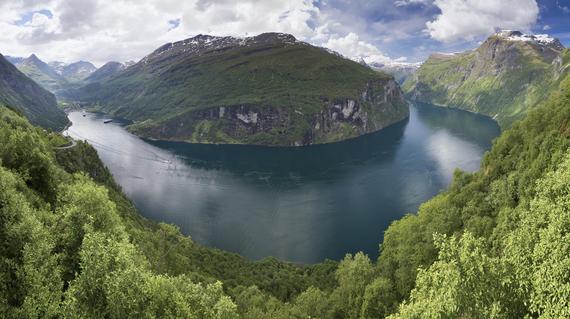 2014-09-18-Geirangerfjord_from_rnesvingen_2013_June.jpg