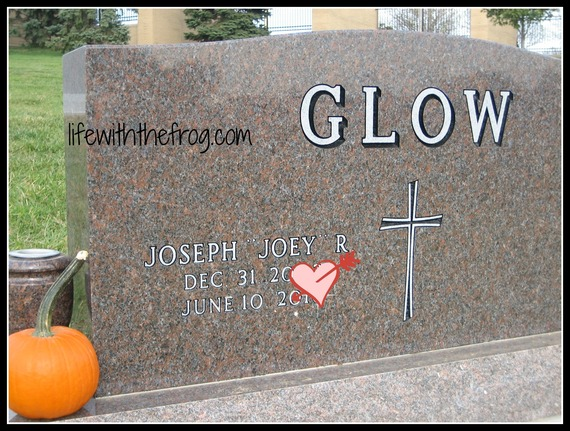 2014-09-18-joeysheadstone.jpg