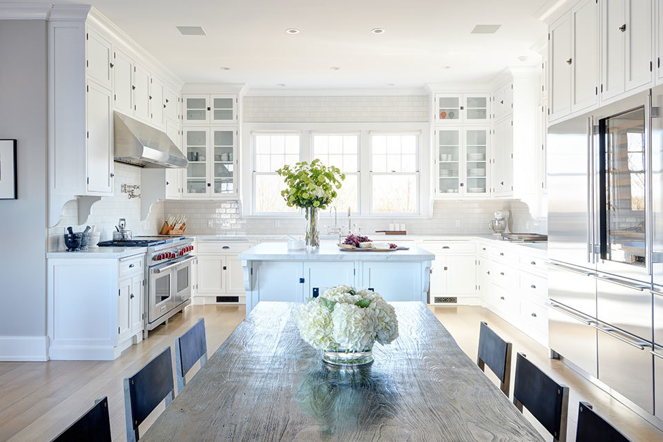 12 Luxury All white Kitchens With a Tasteful Attention to