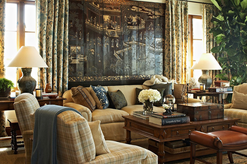 9 interior designers illustrate how to decorate with a for Inviting interiors