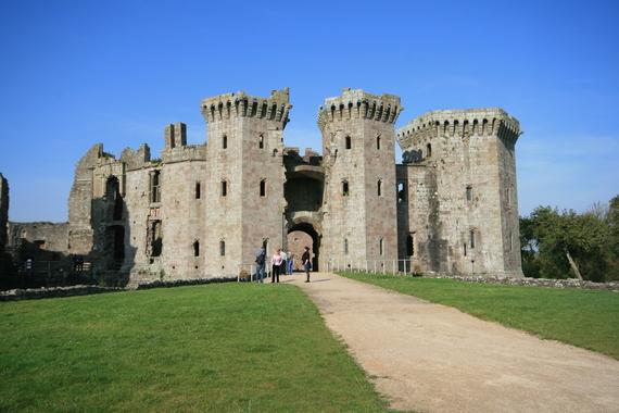 2014-09-24-Raglan_Castles_main_entrance.jpg