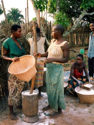 2014-10-01-071024pxMaking_fufu_Democratic_Republic_Congo450x600.jpg