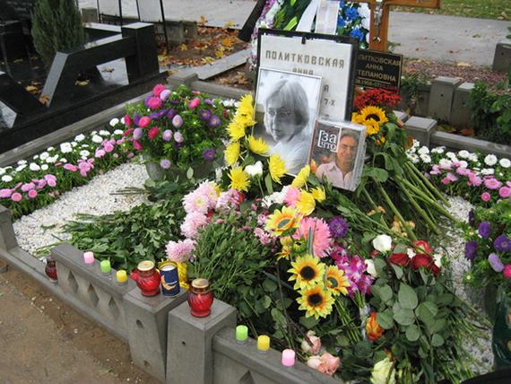 2014-10-03-59920_Anna_Politkovskaya_s_grave.jpg