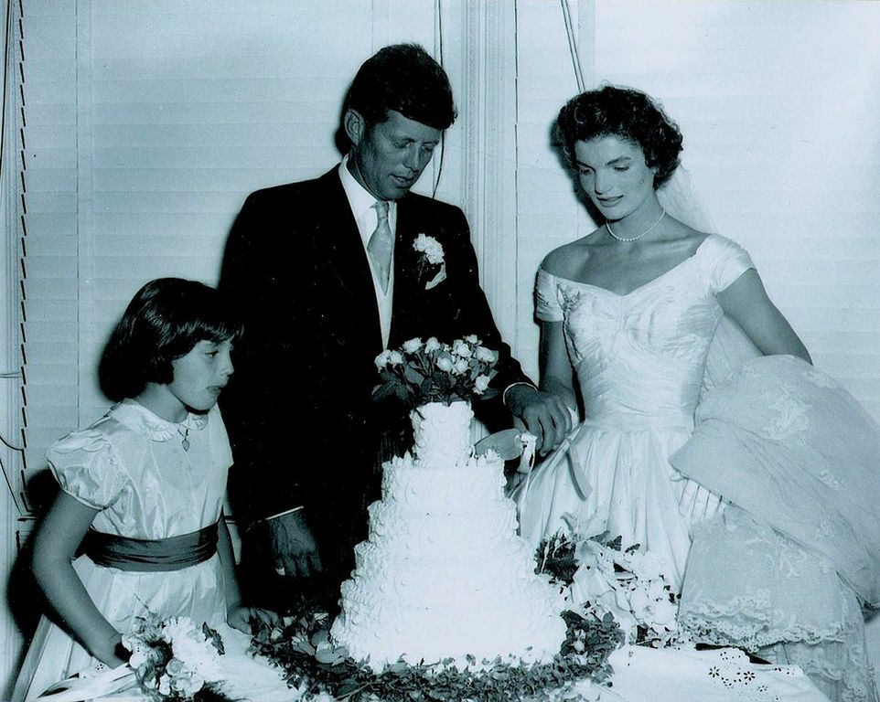 These Rare Photos From JFK And Jackie\'s Wedding Were Found In A ...