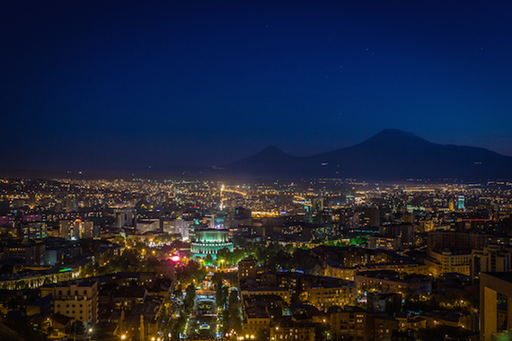 2014-10-06-Yerevan_at_night2.jpg