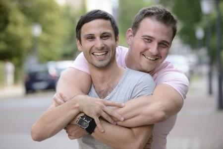 2014-10-08-gaycouple.jpg
