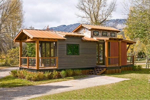 8 homes that prove you can downsize your space without for Mobile homes under 500 sq ft