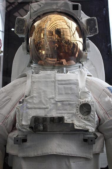 2014-10-09-spacesuit_546545464454.jpg