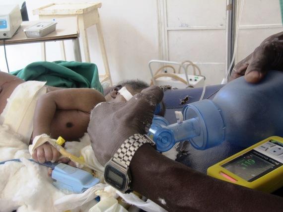 2014-10-10-Babyventilatedandoximeter_Wau_SouthSudan.JPG