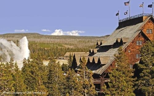 2014-10-13-10_Historic_US_Hotels_Old_Faithful_Inn.jpg