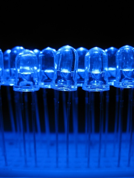2014-10-14-Blue_light_emitting_diodes_over_a_protoboard.jpg