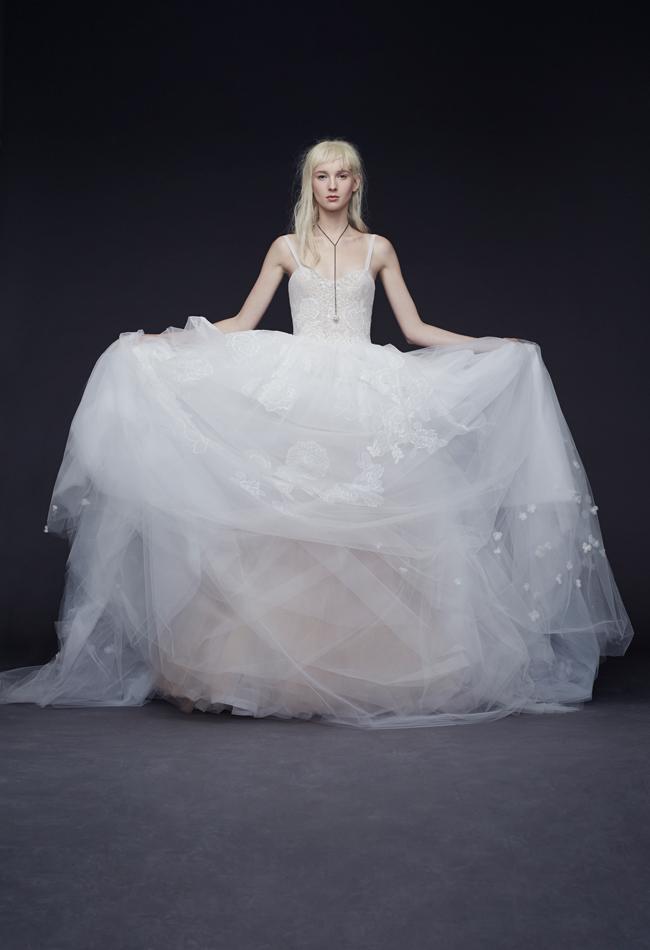 Vera wang fall 2015 wedding dresses are cool and seductive for Vera wang wedding dresses outlet