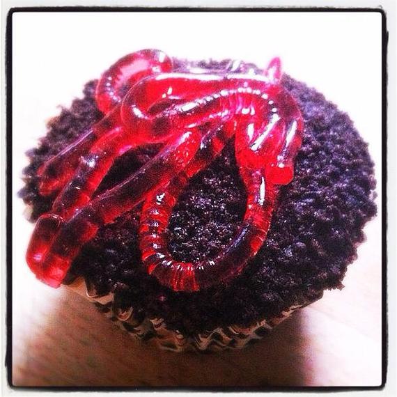 2014-10-18-jellywormcupcake.jpg