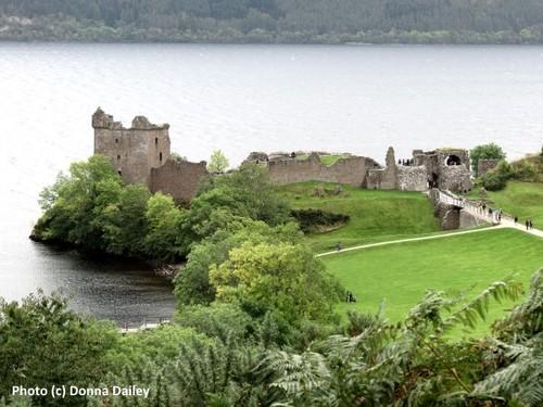 2014-10-19-Loch_Ness_Inn_Castle_Urquhart.jpg