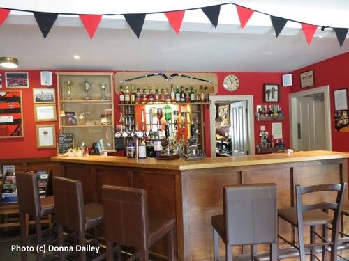 2014-10-19-Loch_Ness_Inn_bar.jpg