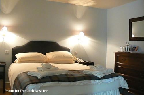 2014-10-19-Loch_Ness_Inn_bedroom.jpg