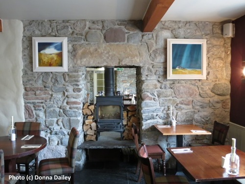 2014-10-19-Loch_Ness_Inn_restaurant_with_stove.jpg