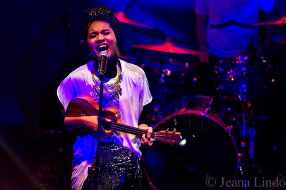 2014-10-19-Yuna_Jeana_ukulele5424.jpg