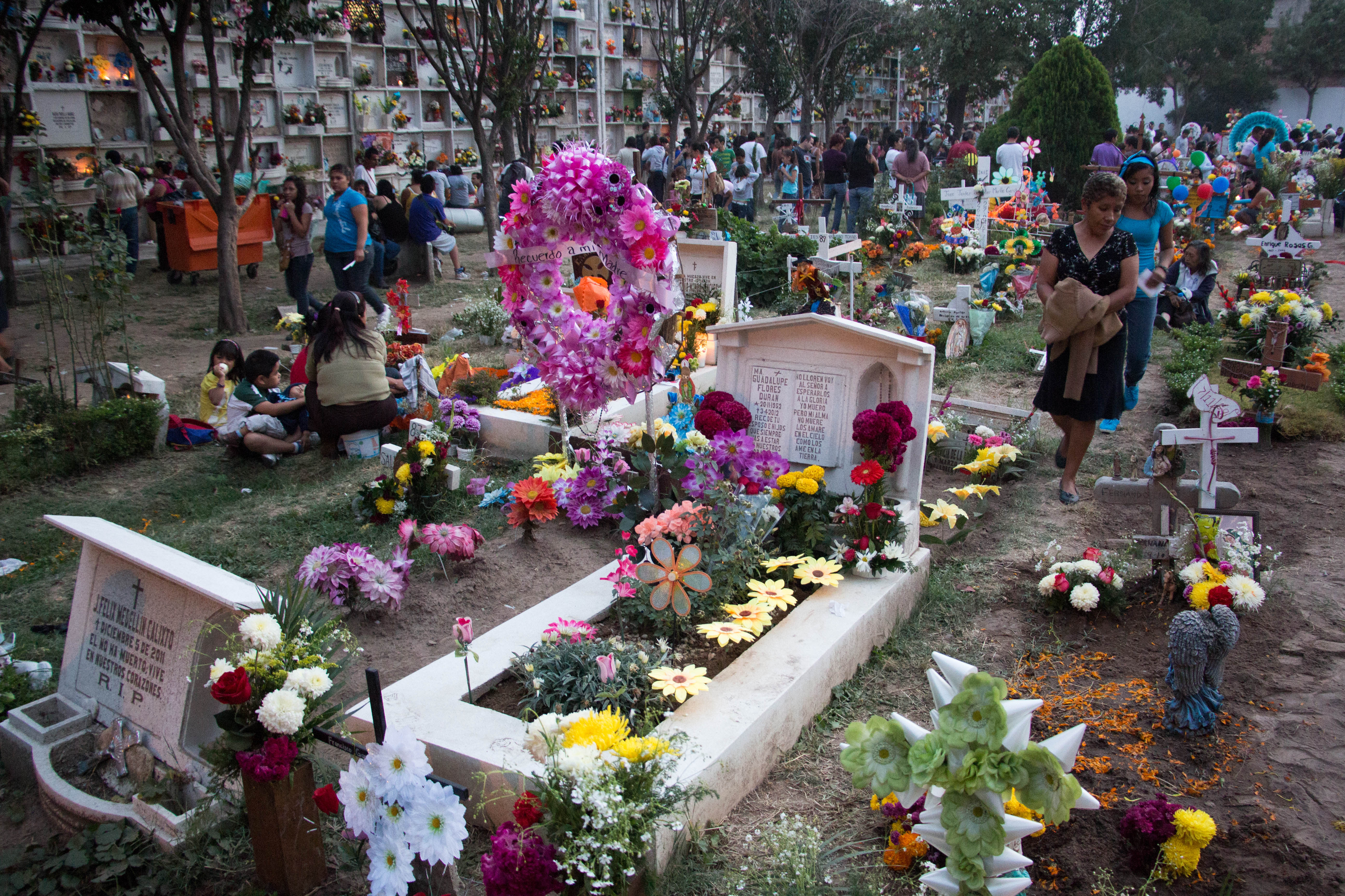 the shocking similarities between mexican and american death rituals Seven surprising cultural differences between the us and spain- andalucía bound  and i love to learn about american culture.