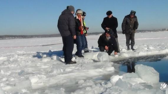 2014-10-21-epa_russia_meteor_Chebarkul_lake_jt_130217_wg.jpg