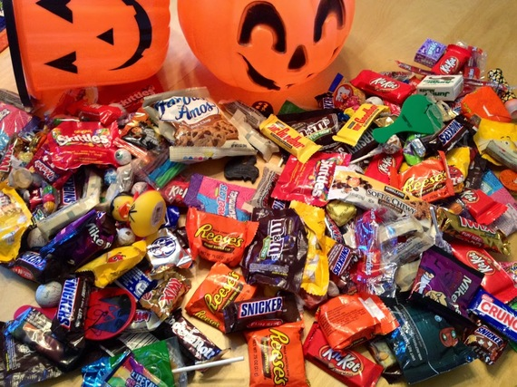 2014-10-22-HalloweenCandyonkitchentable.JPG