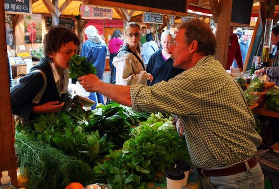 2014-10-24-FarmersMarketsSellingLocalProduceContinuep2bG1s7ARlXl.jpg