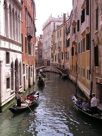 2014-10-24-VeniceGondolas.jpg