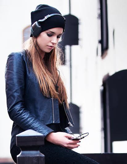 2014-10-27-HuffPoheadphones.jpg