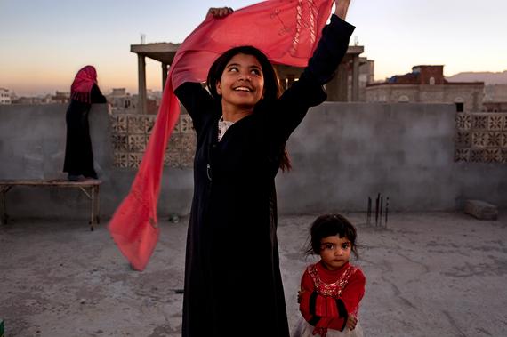 2014-10-27-yemenwomenofvisionStephanieSinclair.png