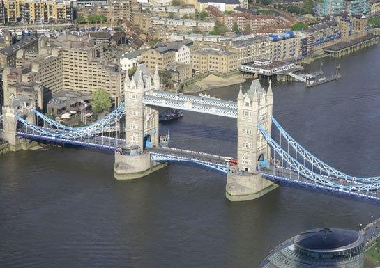 Take a tour of london 39 s famous bridges huffpost for Design bridge london