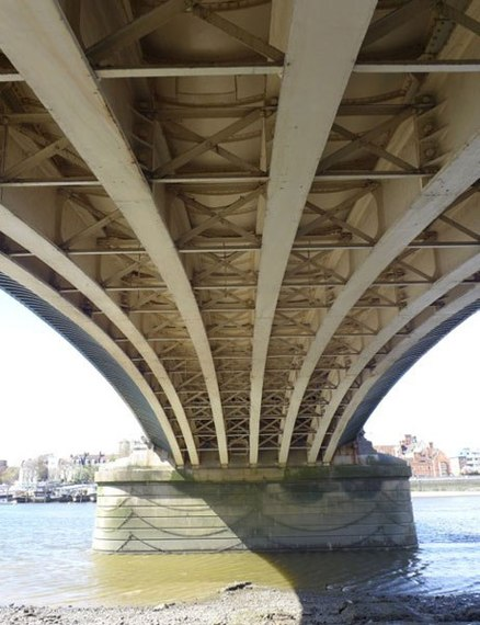 2014-10-28-item3.rendition.slideshowVertical.londonbridges03batterseabridgedetail.jpg