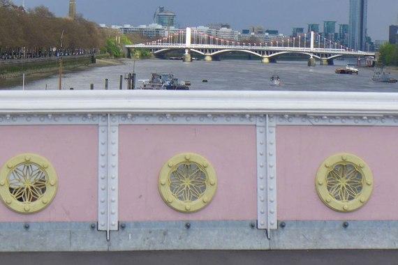 2014-10-28-item5.rendition.slideshowHorizontal.londonbridges05albertbridgedetail.jpg