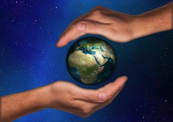 2014-10-29-handsworld.jpg