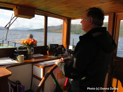2014-10-30-Caledonian_Canal_Cruise_3_Mike_Steering.jpg