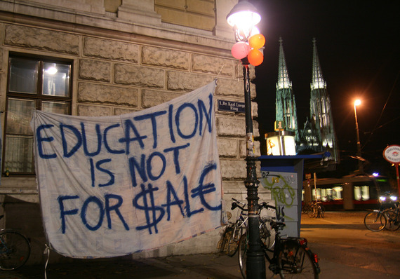 2014-10-30-Student_protests_at_the_University_of_Vienna_27_10_2009_2.jpg