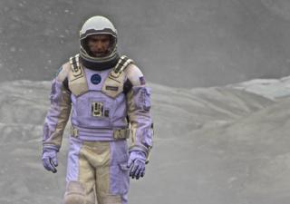 2014-11-02-2.INTERSTELLARMatthewMcConaugheystarsinthescifithrillerInterstellarsmall.jpg