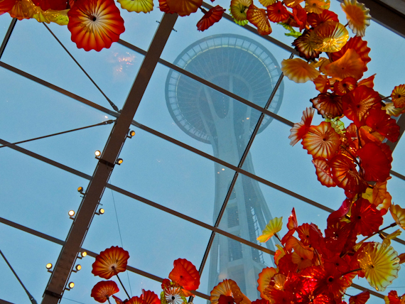 2014-11-06-SpaceNeedlewithGlassSculpture.jpg