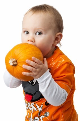 2014-11-12-boy_and_pumpkin_209550.jpg