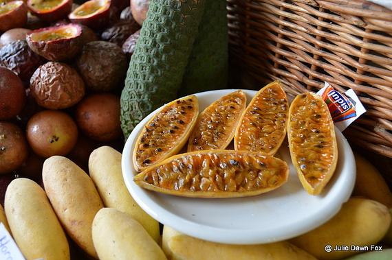2014-11-13-BananapassionfruitFunchalmarket.jpg