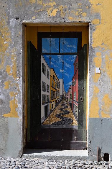 2014-11-13-StreetartdoorFunchalMadeiraJulieDawnFox.jpg