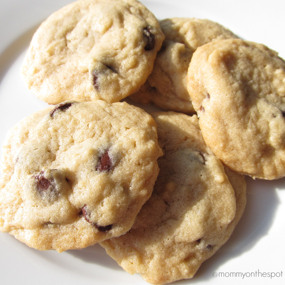 2014-11-14-mommyonthespoterinjandarawlingsthanksgivingdessertschocolatechipcookiescopy.jpg