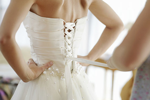 How to choose a wedding dress you won 39 t hate 20 years for How to choose a wedding dress