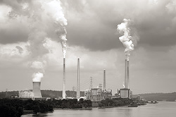 A coal-fired power plant on the Ohio River. (Photo by Anne Kitzman)