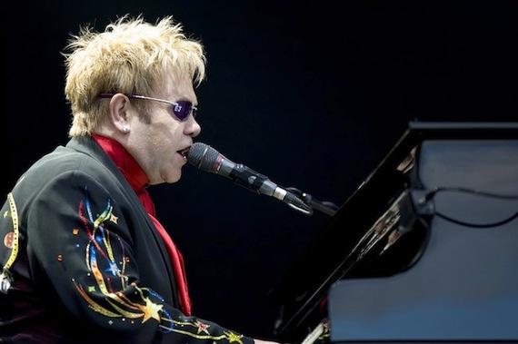 2014-11-28-Elton_John_performing_2008_3.jpg
