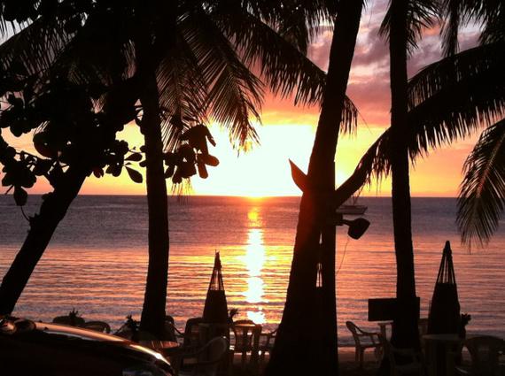 2014-11-29-SunsetHalfMoonBayRoatanAmandaWalkins.jpg
