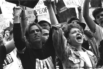 2014-12-01-ACT_UP_NIH_Protest_2_May_4_1990_c_Doug_Hinckle.jpg