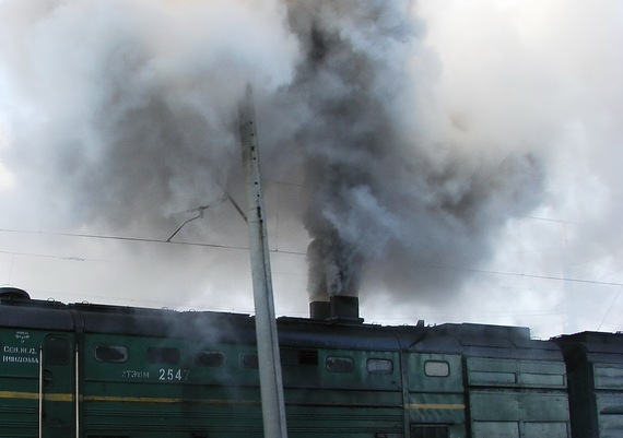 2014-12-04-Air_pollution_by_diesel_locomotive.jpg